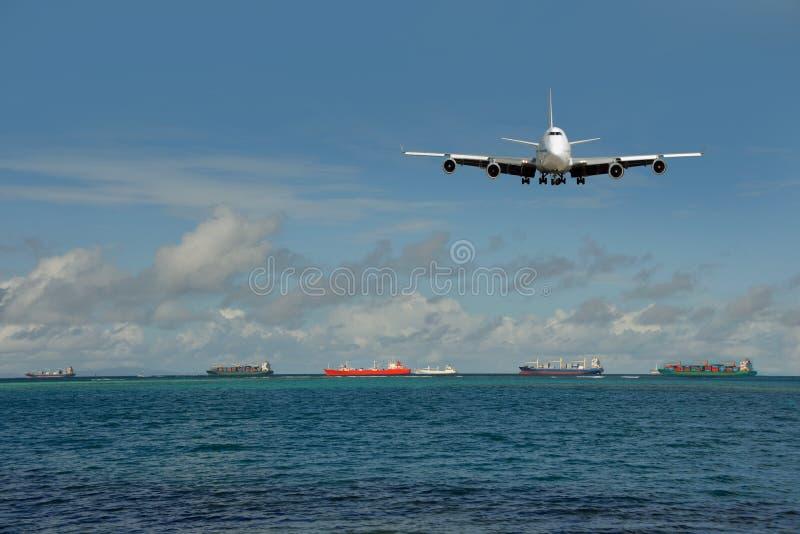 Trânsito intenso do transporte global. Plano, embarcações foto de stock royalty free
