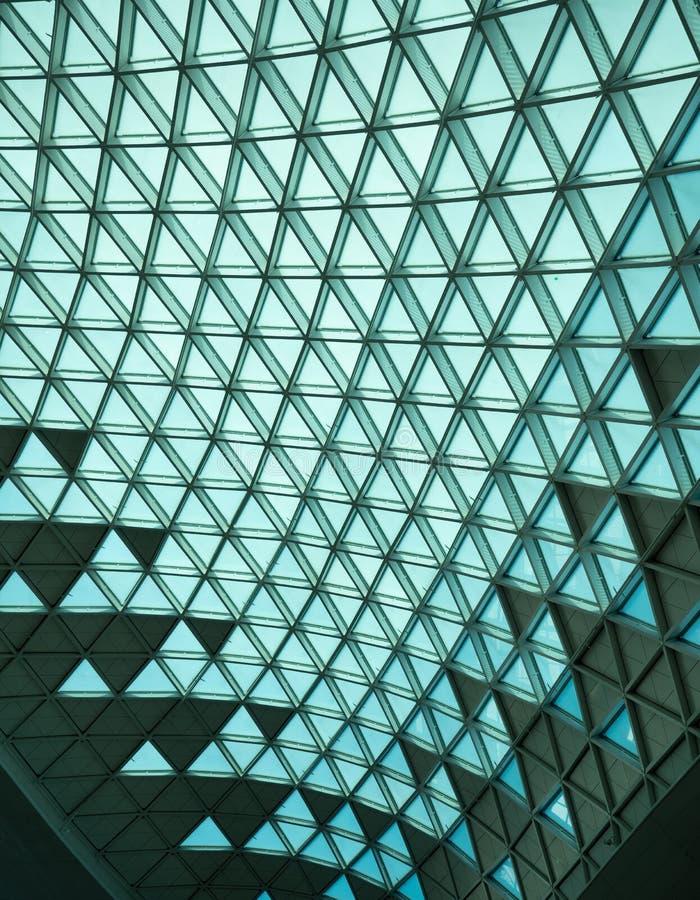 Trójboki szkło i metal na Lotniskowym suficie zdjęcia stock