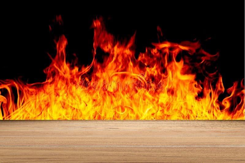 Träöverkant med brandbakgrund fotografering för bildbyråer