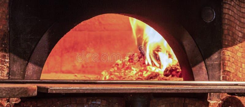Trä avfyrade ugnsnärbild fotografering för bildbyråer