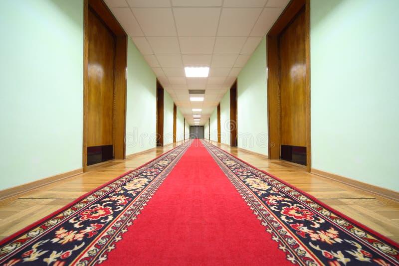 trä för hall för korridordörrslut arkivfoton