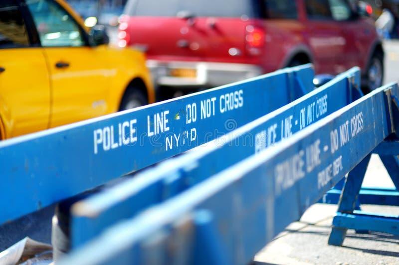 Trä gör den inte arga polislinjen barriärer i New York royaltyfria bilder