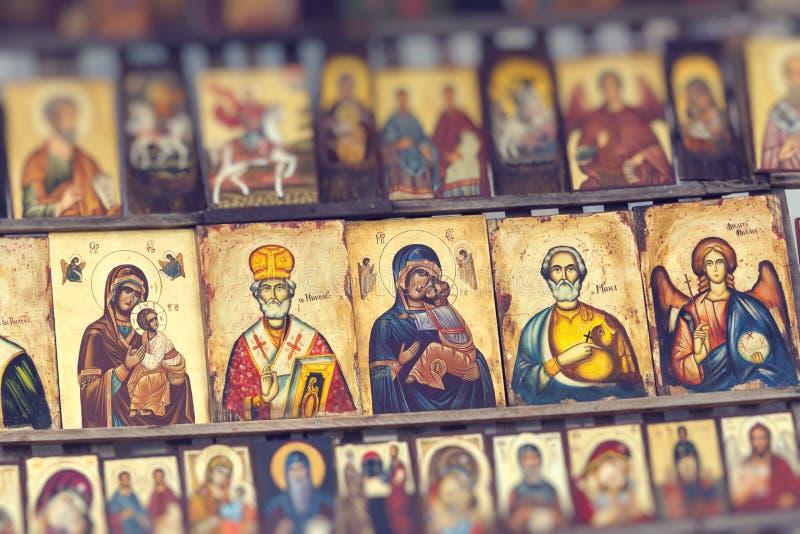 Trä gjorde den ortodoxa religiösa målningsymbolen, i i stadens centrum Sofia, Bulgarien arkivfoton
