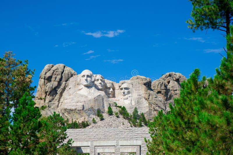 Trä på jorden togs i landssidan av Amerika Amerika är en kontinent var amerikanskt främst levande Världen är stor en royaltyfri bild