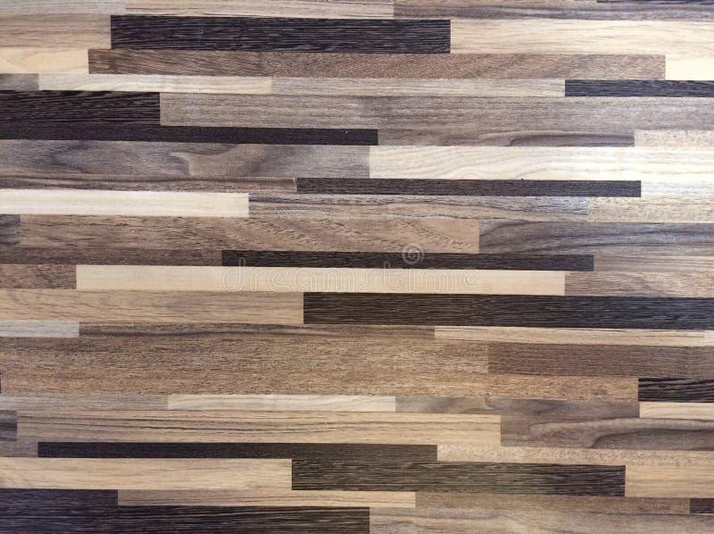 Träbakgrund är passande för garnering arkivbild