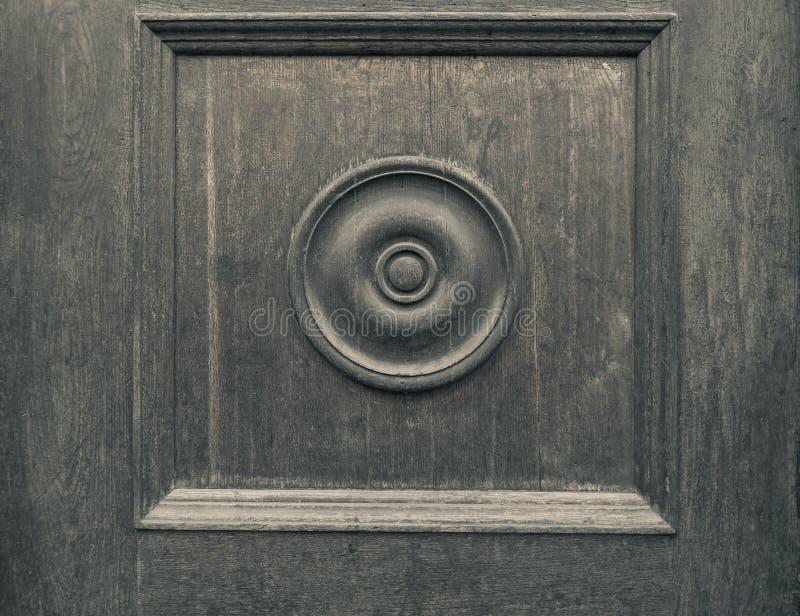 Träbakgrund för gammal tappning med en rund prydnad arkivfoto