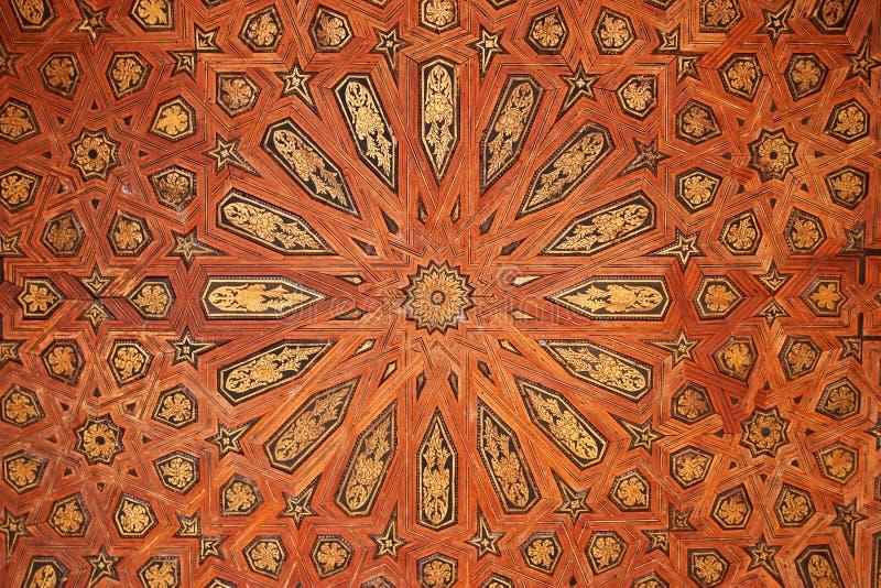 träbakgrundsmoorishpatten arkivbilder