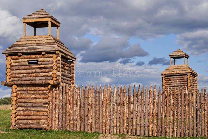 Träbefästningar av de tidiga mittåldrarna rekonstruktion arkivfoto