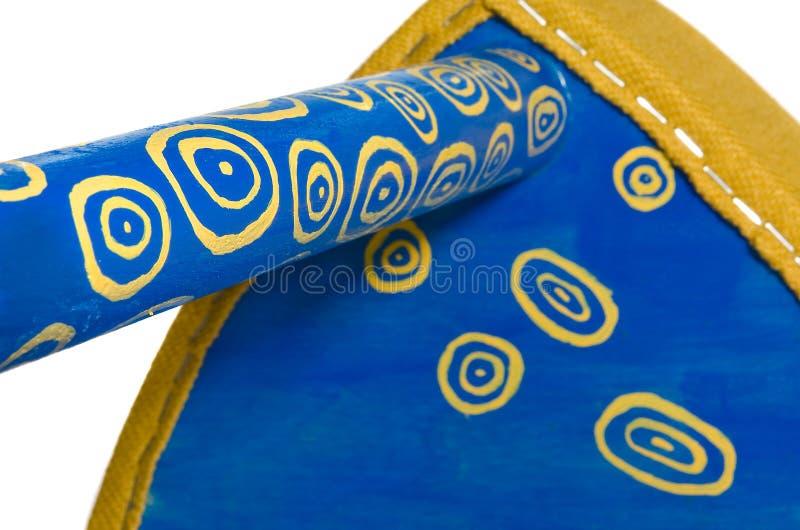 Träblått för handgjord stol med gula modeller Triangulär plats fotografering för bildbyråer