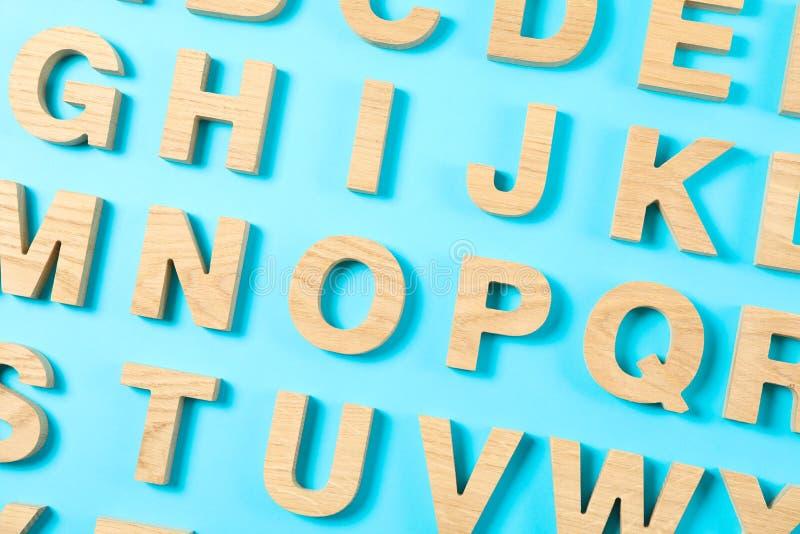 Träbokstäver av det engelska alfabetet royaltyfri bild
