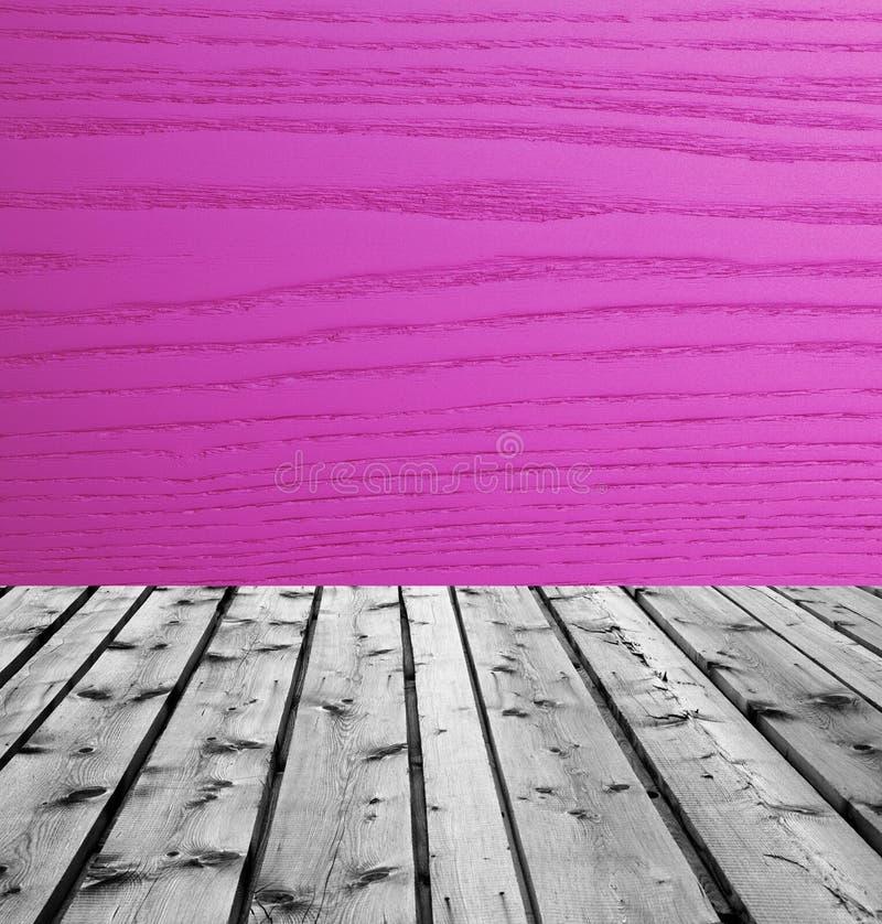 Träbräden och purpurfärgat trä arkivbilder