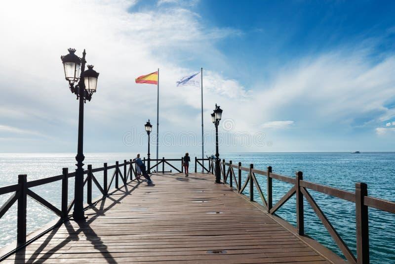 Träbrygga i Costa del Sol, Spanien royaltyfria foton