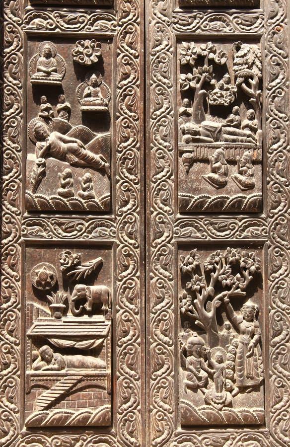 Trädörr med platser från liv av Buddha, Katmandu, Nepal arkivbilder
