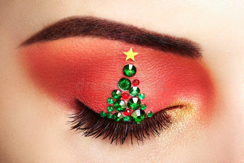 Träd för jul för ögonflickamakeover royaltyfria foton
