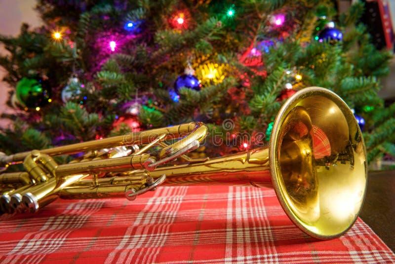 Träd för julmusiktrumpet royaltyfri foto