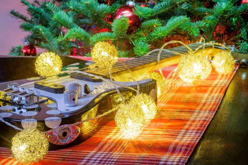 Träd för julmusikukulele arkivbild