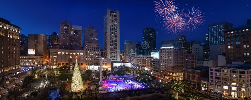 Träd Union Square för nytt år i San Francisco nattpanorama arkivfoto