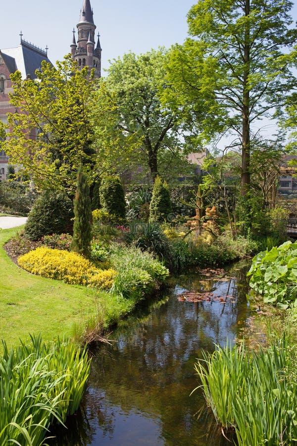 Trädgård av fredslotten i Den Haag royaltyfri bild