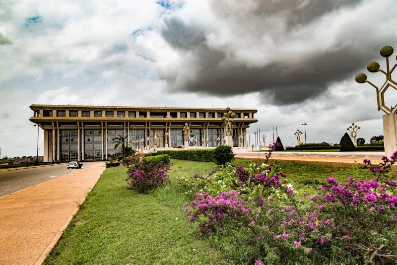 Trädgård av fundamentet för fredforskning i Yamoussoukro royaltyfri bild