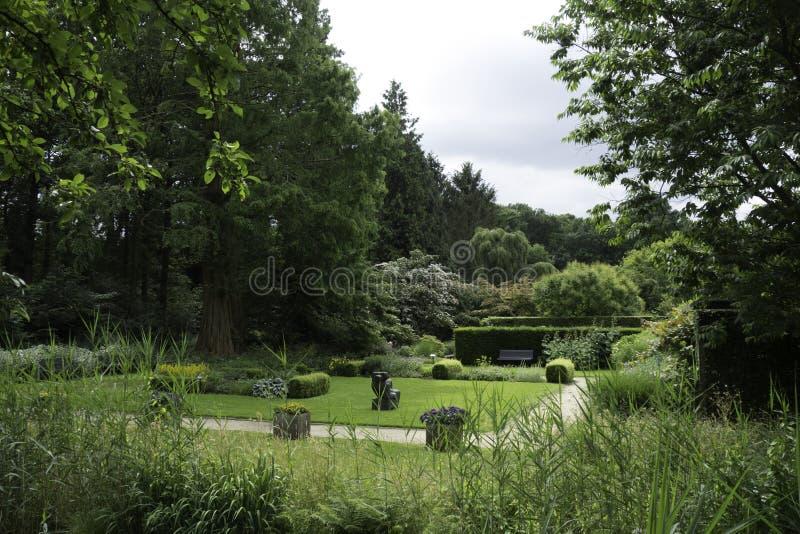 Trädgård av Mien Ruys i Dedemsvaart royaltyfri bild