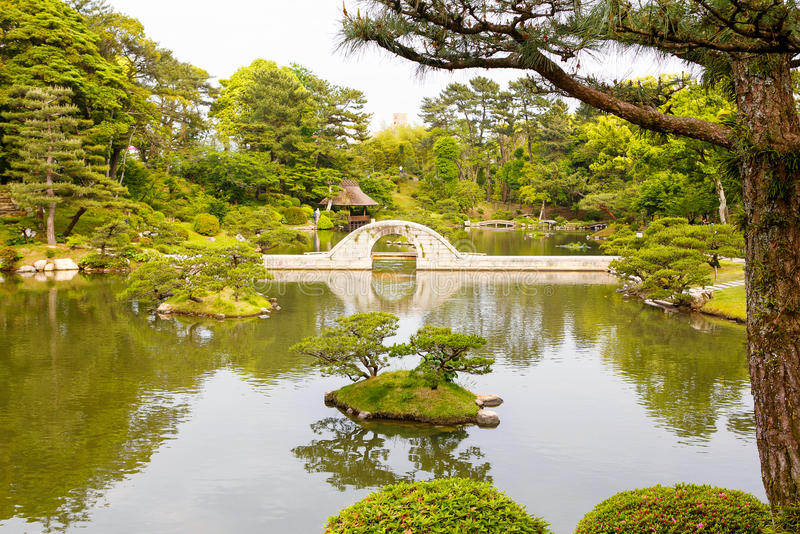 Trädgård för japansk stil i Hiroshima, Japan arkivbild