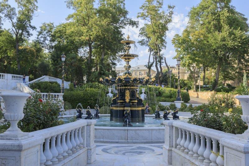 Trädgård för regulator s i Baku arkivbilder