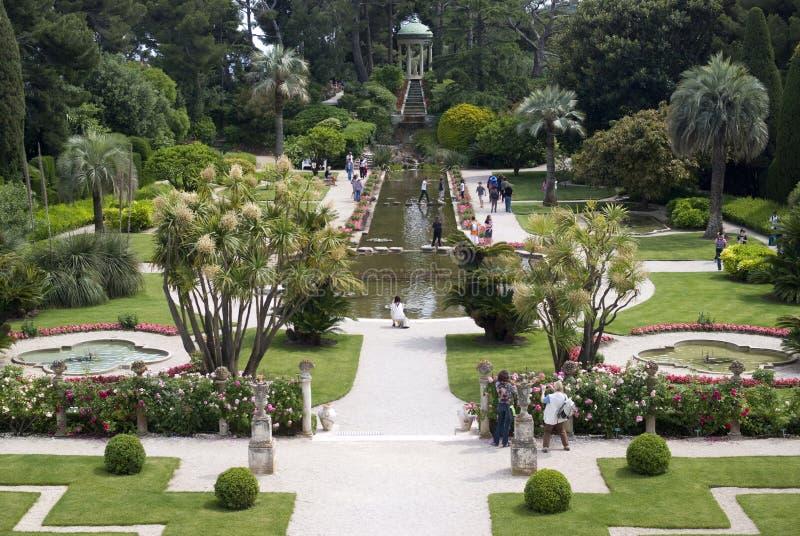 Trädgård i Villa Ephrussi de Rothschild royaltyfri fotografi