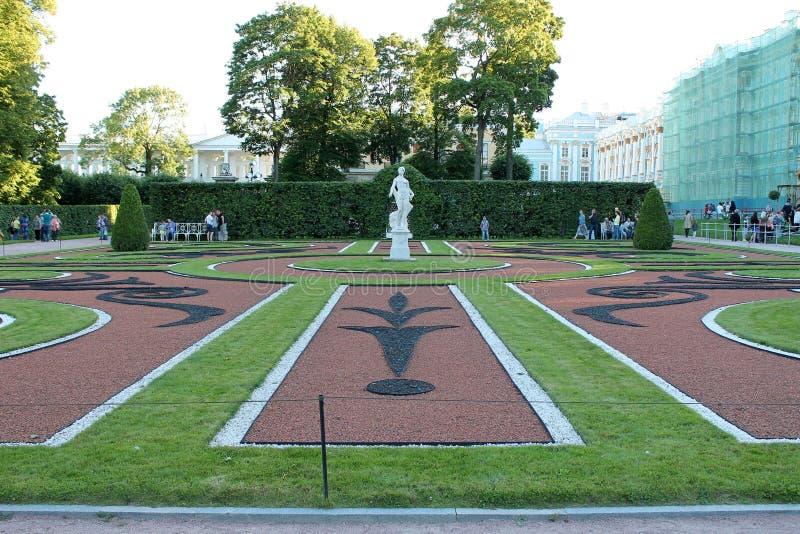 Trädgård och att parkera helheten av Catherine Park Tsarskoye Selo Pushkin stad royaltyfria bilder