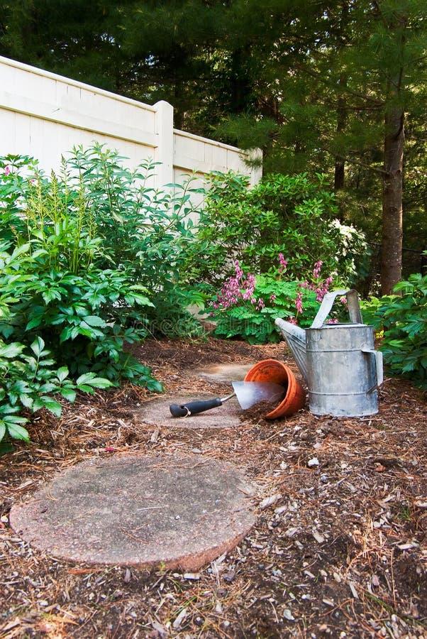 trädgård till att vänta royaltyfri bild