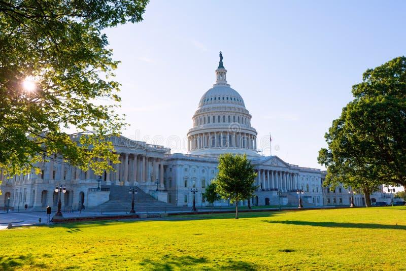 Trädgård USA för solnedgång för KapitoliumbyggnadsWashington DC royaltyfria bilder