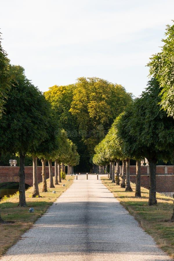 Trädgårdar av den Nordkirchen slotten nära Muenster, Tyskland royaltyfri foto