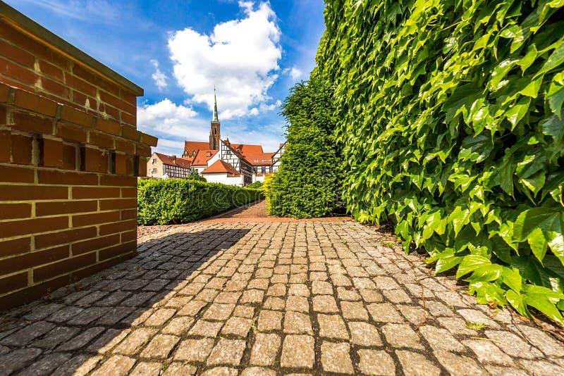 Trädgårdar av den Tumsky ön i staden av Wroclaw royaltyfria foton