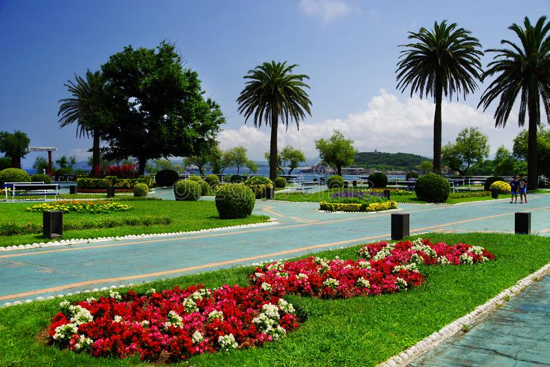 Trädgårdar av Piquio i Santander arkivbilder
