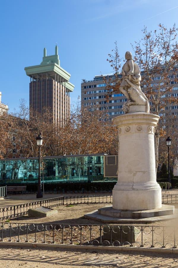 Trädgårdar av Plazavillan de Paris i stad av Madrid, Spanien arkivbilder