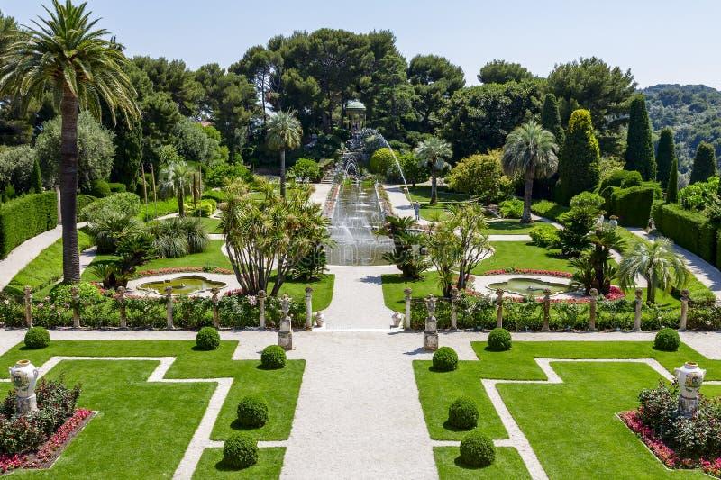 Trädgårdar av Villa Ephrussi de Rothschild royaltyfri fotografi