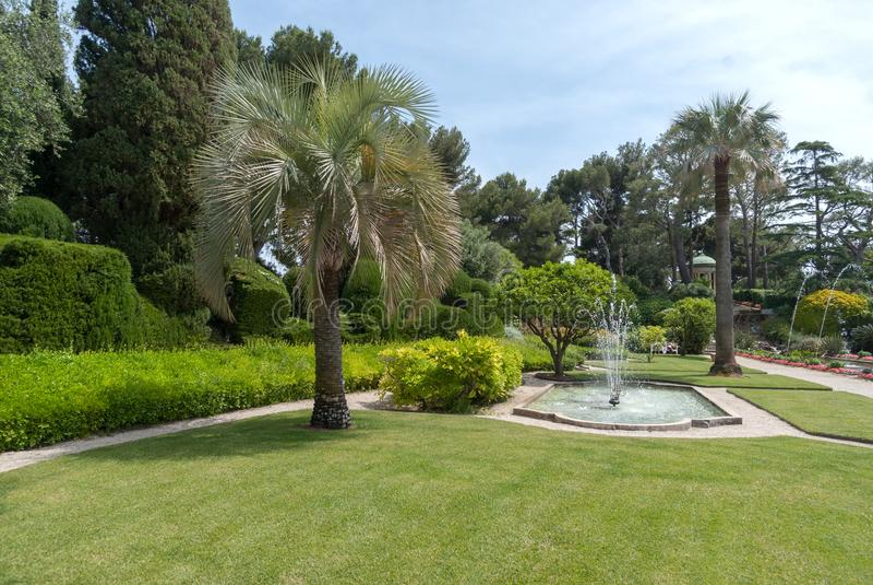 Trädgårdar av villan Ephrussi de Rothschild royaltyfri bild