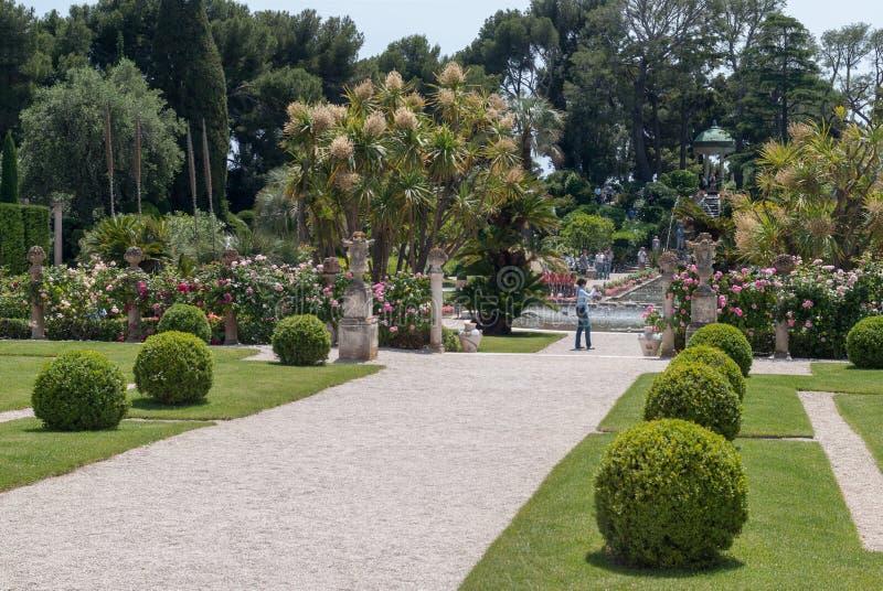Trädgårdar av villan Ephrussi de Rothschild royaltyfria foton