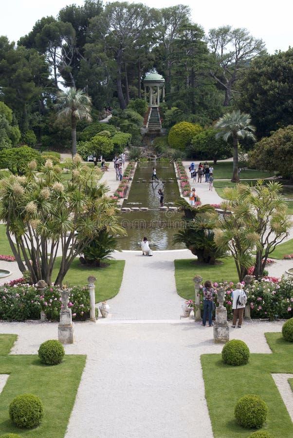 Trädgårdar av villan Ephrussi de Rothschild royaltyfri fotografi