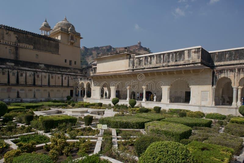 Trädgårdar i Amber Fort nära Jaipur arkivbilder