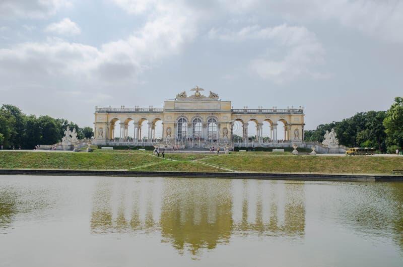 Trädgårdar i den Schonbrunn slotten, Wien, Österrike arkivbild