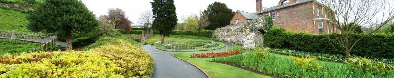Trädgårdar och blommor i Guildford fotografering för bildbyråer