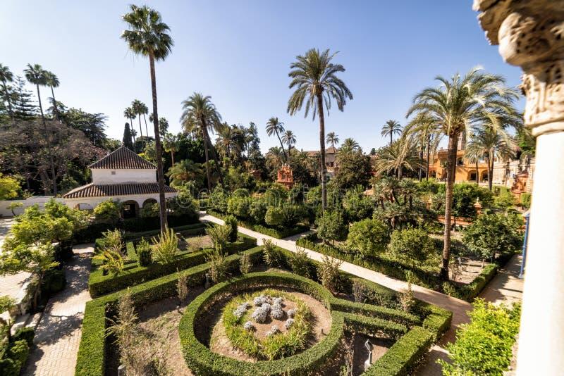 Trädgårdarna av den kungliga alcazaren seville spain royaltyfria bilder