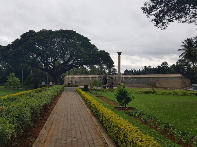Trädgården av den Somnathpura templet royaltyfri foto