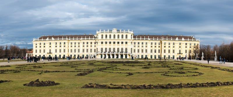 Trädgården i den Schonbrunn slotten, Wien Wien, Österrike arkivfoton