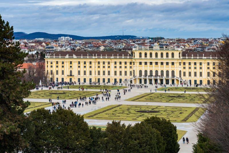 Trädgården i den Shonbrunn slotten, Wien Wien, Österrike royaltyfria foton