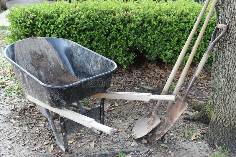 trädgårds- arbeta i trädgården springtimehjälpmedel arkivfoto