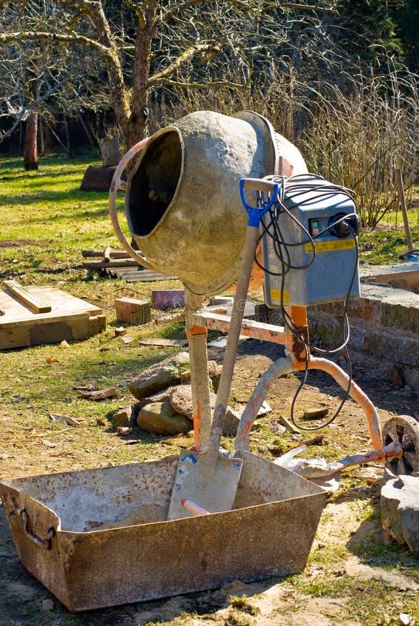 trädgårds- blandare för cement royaltyfri foto