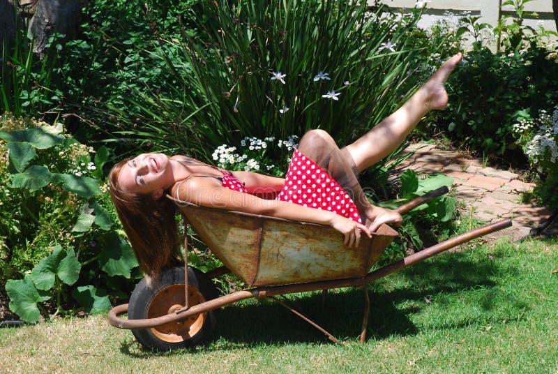 trädgårds- flicka royaltyfria foton