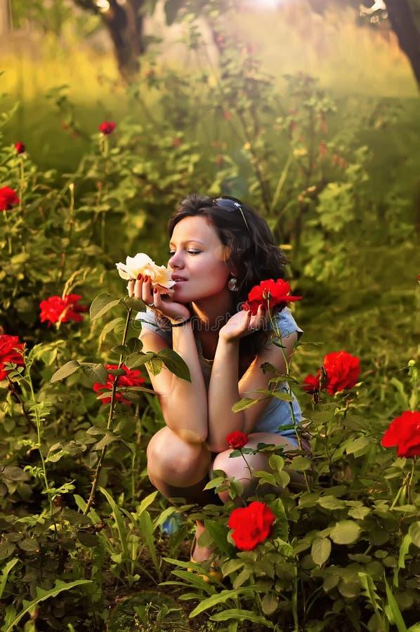 trädgårds- flickaro arkivfoton