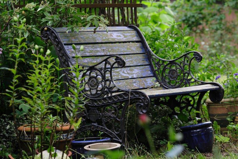 trädgårds- gammalt för bänk arkivfoton